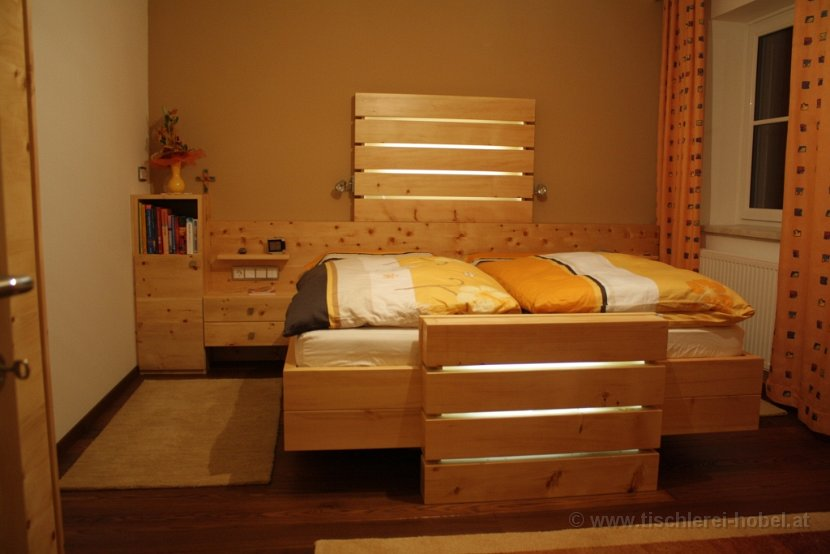 zirbenbett modell licht. Black Bedroom Furniture Sets. Home Design Ideas
